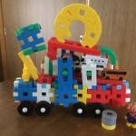 私のおすすめおもちゃは学研のニューブロックです。息子は2歳から5歳になってもまだ遊んでます!飽きずに長く遊べますよ〜