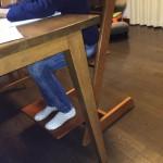 小学生の私の子どもはトリップトラップに座ってリビングで勉強しています。9年間使い続けているトリップトラップのレビュー